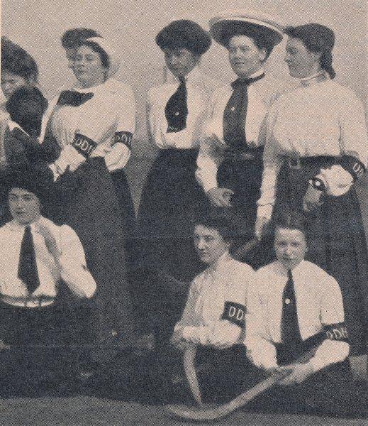 Dresdener-Damenmannschaft-aus-DHZ-32-33-1954-1